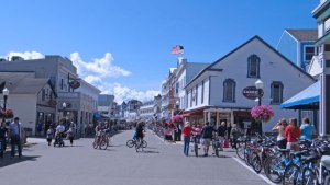 mackinac-island-visitors
